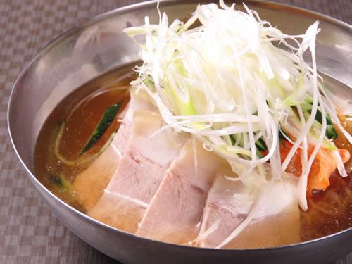 ピリ辛蒸し豚冷麺